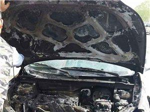 2015年4月28日早上8点40分左右,在玉门市新市区华电园宾馆路段,一辆东风风神H30,在行驶中突然着火,心好在
