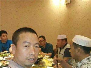 天水电视台张家川人闯世界采访组在泰山脚下�访张家川清真餐饮骄子。