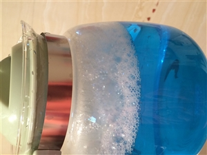 我家水龙头的水放出来是蓝色,该怎么办