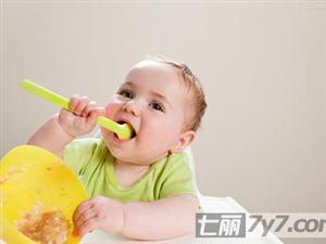 训练宝宝自己吃饭