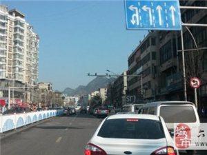 人民路与市四中路口这里干嘛要塞车?