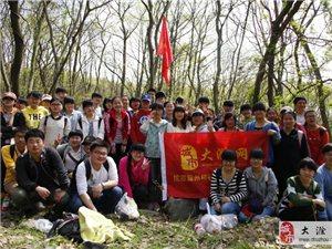 踏青偶遇滁州中学千人穿越红花湖