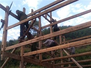 老式木屋起屋图片展
