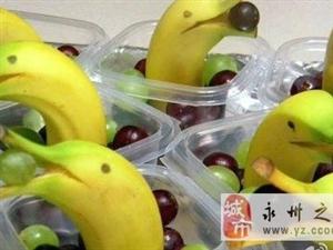 调皮的水果摊小贩