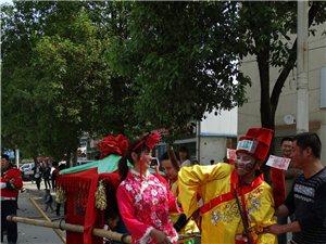 汉中的婚礼习俗,为啥要把公公婆婆化成这样呀?