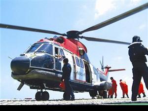 图文:专科生乘直升机上下班