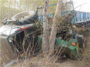 新闻爆料群爆料——洮白公路发生车祸