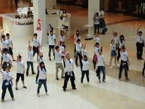 街头惊现快闪舞蹈,携手8023志愿者联盟宣传环保