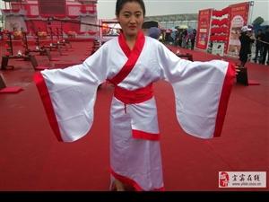 南溪集体汉式婚礼冒雨举行,宣传汉服汉文化每个华夏儿女有责。