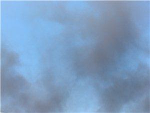 开发区树研光学着火真是浓烟滚滚