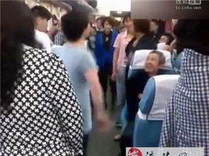 """大妈""""坝坝舞""""从广场转场进入火车车厢!"""