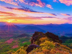 日出�p山峰