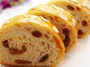 考生熬夜肚子饿自制美味面包增能量