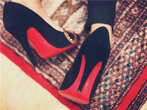 女子16�q始常年穿高跟鞋