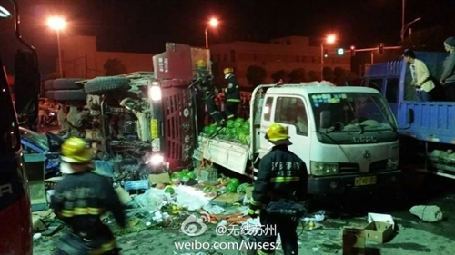 广济北路昨夜发生惨烈车祸致4死2伤(组图)
