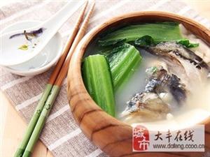 小满节气湿热难耐 荠菜鱼头汤清热祛湿