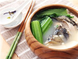 小满节气湿热难耐荠菜鱼头汤清热祛湿