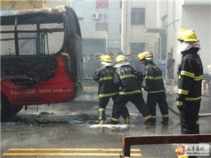 大丰一公交车发生自燃烧成空壳