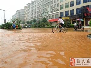 真奇怪:没下雨,澳门网上投注官网县城繁华路被淹成河了