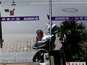 龙江路贼娃子偷电瓶车