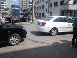 南二有看到有两个车相刮了
