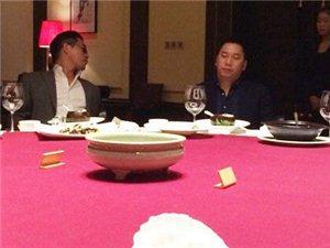 马云携老板团宴请比尔-盖茨(图)