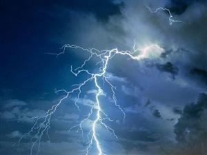 撒丁岛上的雷雨,咱们的雷雨都弱爆了!