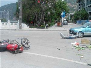 今日下午1点50分  石沟坪桥头发生交通事故