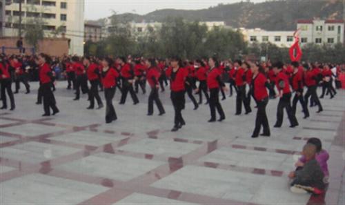 跳广场舞的注意了政府出台新规定以后跳舞有时间限制