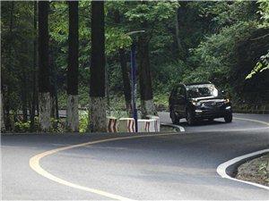 跟着车绕着山路盘旋,也是一种乐趣