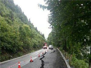 连日暴雨致矮寨盘山公路交通中断