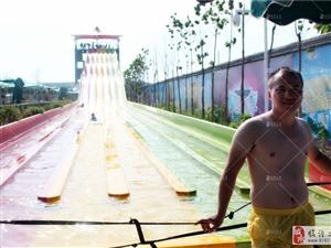 临潼之窗团队受渭南欢乐海水上乐园的邀请去体验他们的水上娱乐设施!