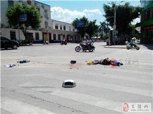 安溪永安路和大同路交叉路口一辆土方车撞上电动车,场面惨不忍睹一人已身亡