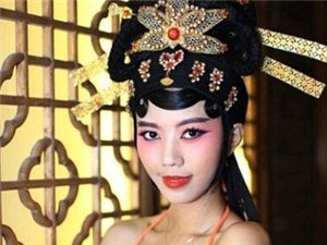 """福州上演""""闽剧比基尼""""模特秀被指毁国粹"""