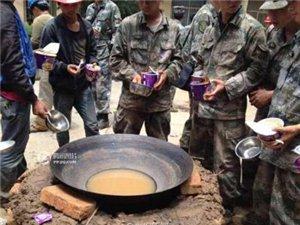 云南鲁甸县6.5级地震,在重灾区,解放军吃这个↓↓