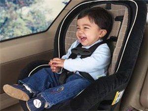坐婴儿车,脸朝父母