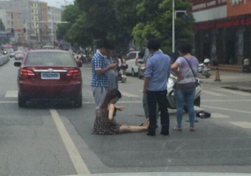 <fontcolor=#FF1493>宿松县人民路农行门口发生一起交通事故</font>