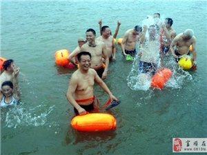 富�游泳�f��再��12公里�L漂活��