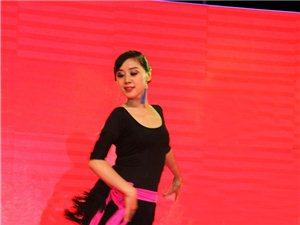康欣专业拉丁舞培训中心一周年送现金活动!