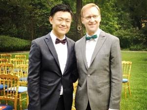 英国驻上海总领事与华裔男友举行同性婚礼