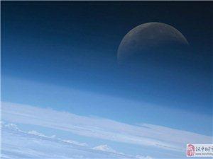 美国宇航局拍摄的月球同步照片