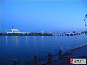 夜色下美丽的滨州中海航母