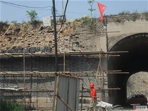 山西古建筑专业维修队在卢龙西门施工现场