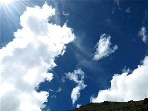 享受这一片净土,伸手可碰触的云朵~