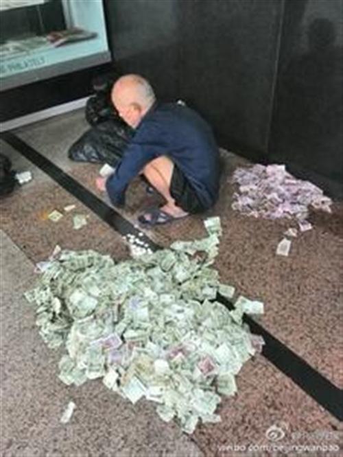 乞讨月收入过万,政府该管吗?
