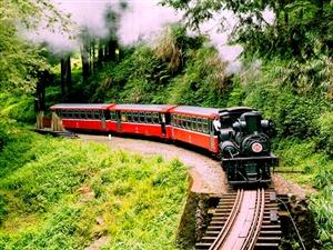 腾龙洞至大峡谷建旅游铁路咱利川人自己的森林小火车