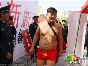 "�S昌一新郎遭�H友�赫� 扮""超人""�M街�l喜��,�@是哪位潮哥啊?"