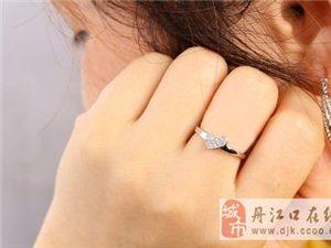订婚戒指为什么带在中指上?