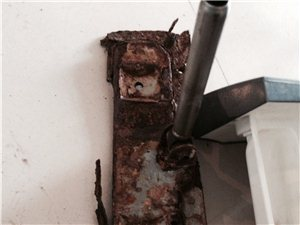 拆开的海尔滚筒洗衣机里面竟然有两块几十斤重的大水泥块!!