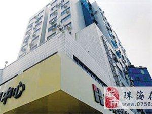 """近日,珠海香洲老社保大厦的业主们被管理多年的物管公司""""抛弃"""",因为累计"""